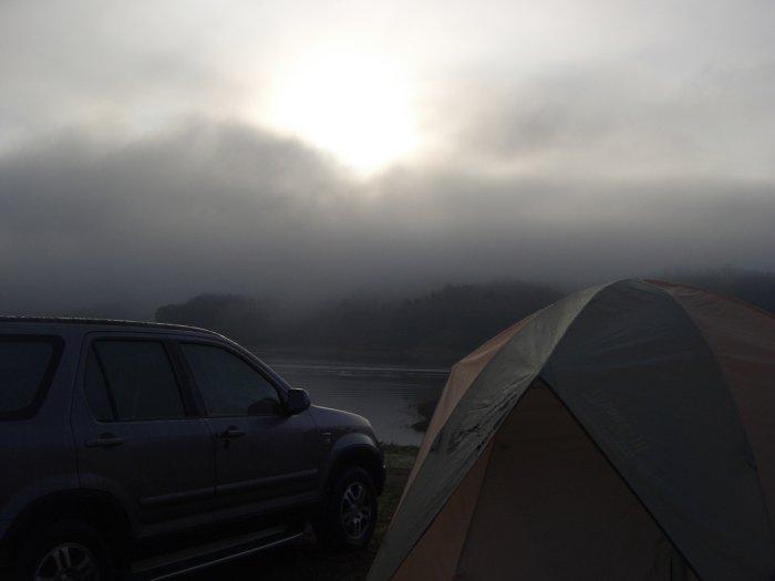 รูปที่เขื่อนดิน ตอนเช้าๆ อากาศดีมากๆ หนาวด้วยครับ