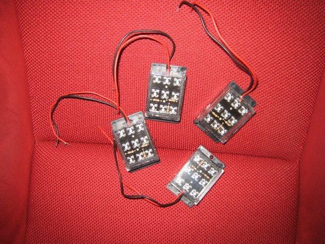 LED ที่หาซื้อจากบ้านหม้อ ผมเลือกสีแดง ชุดละประมาณ40บาท แบบ9หลอด