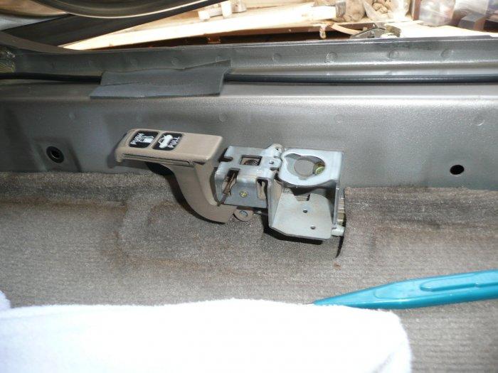 รูปภาพ การรื้อภายในรถ หลายจุด เพื่อ แดมป์ หลังคา ถอดวิทยุ เดินสายไฟใต้พื้น ถอดเบาะหลัง