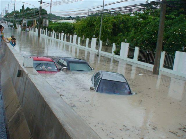 ตะลึง เรือ ดำน้ำ โผล่ กลางถนน เมืองไทย