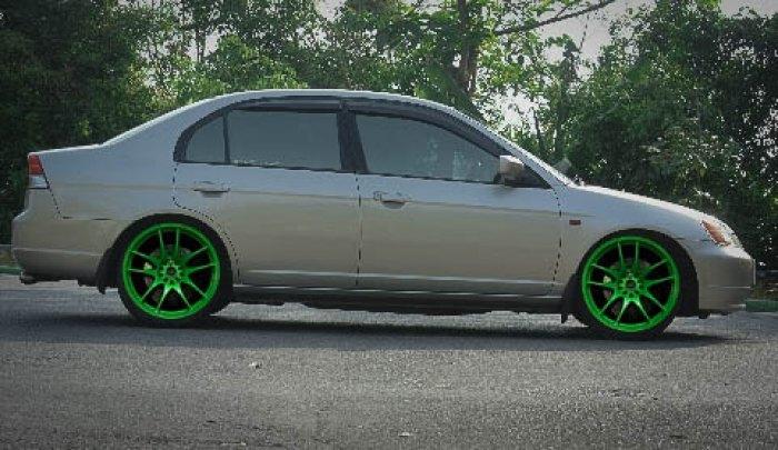 สีเขียวจี๊ดๆ