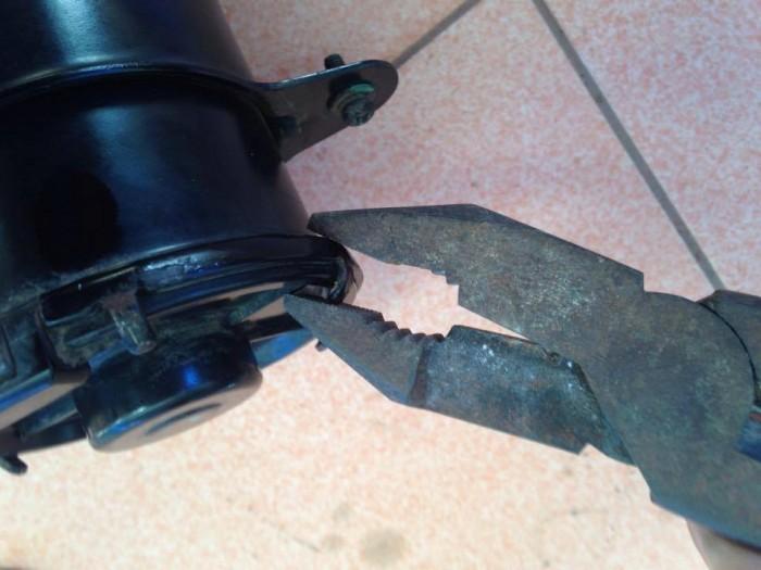 D.I.Y คืนชีพให้ มอเตอร์พัดลมหม้อน้ำ ของ คุณ ด้วยงบ 60 บาท เปลี่ยนถ่านมอเตอร์พัดลมหม้อน้ำ