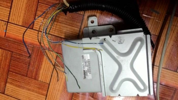ช่วยด้วยครับ?..อยากทราบโค๊ตสีของกล่องecuแร็คไฟฟ้าทีจะต่อเข้ากล่องecuของรถครับ