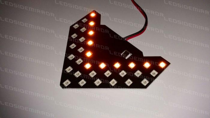 ไฟเลี้ยว LED ในเลนส์กระจกข้าง